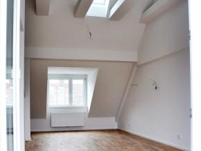 Hauptraum mit offenem Dachstuhl